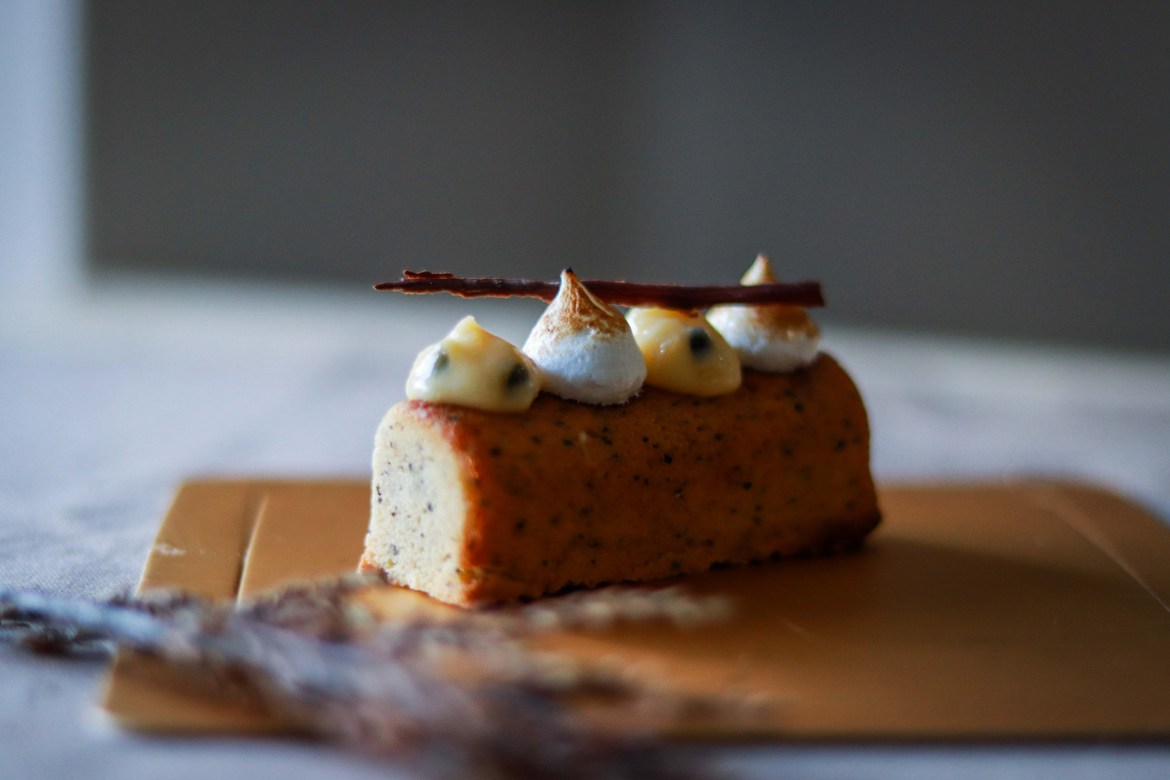 Earl_Grey_Cake_with_Passionfruitcurd_and_Toasted_Meringue