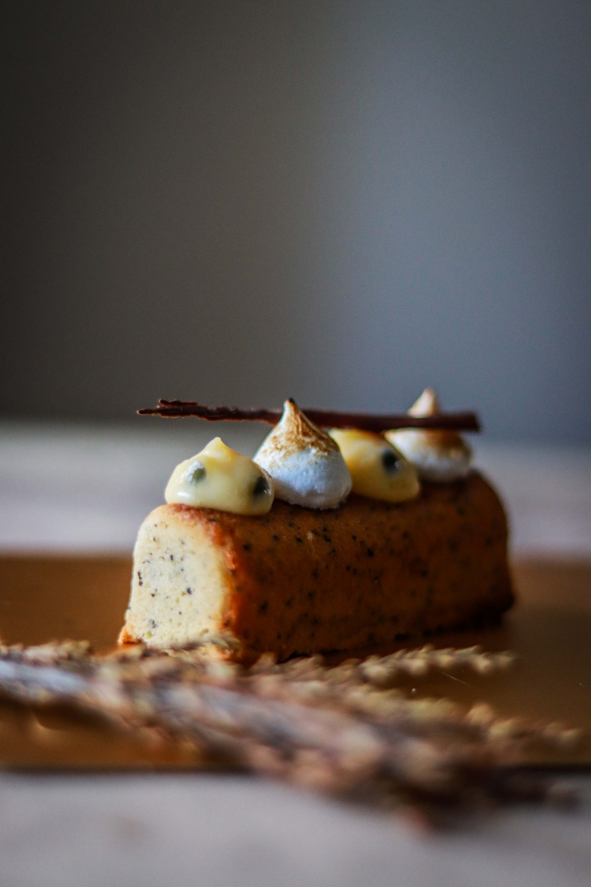 Earl_Grey_Cake_with_Passionfruitcurd_and_Toasted_Meringue3