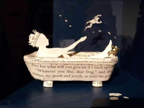 Fun-sculpture-of-the-princess-in-the-bath-and-the-frog-By-su-Blackwell-from-The-Fairytale-Forest