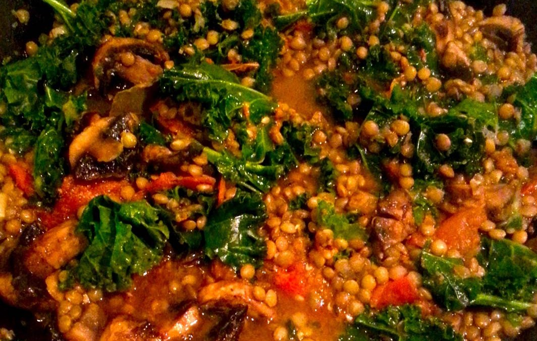 Pilaf de lentilles, kale et champignons – recette végétarienne –