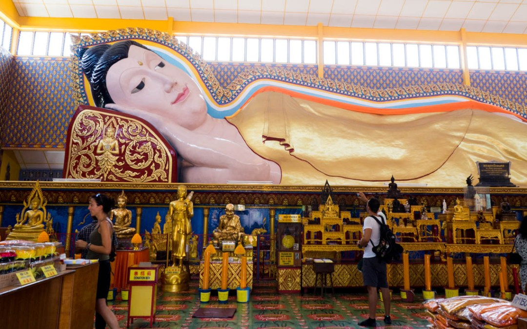 Le temple  Wat Chaiyamangalaram et son Bouddha allongé, Penang