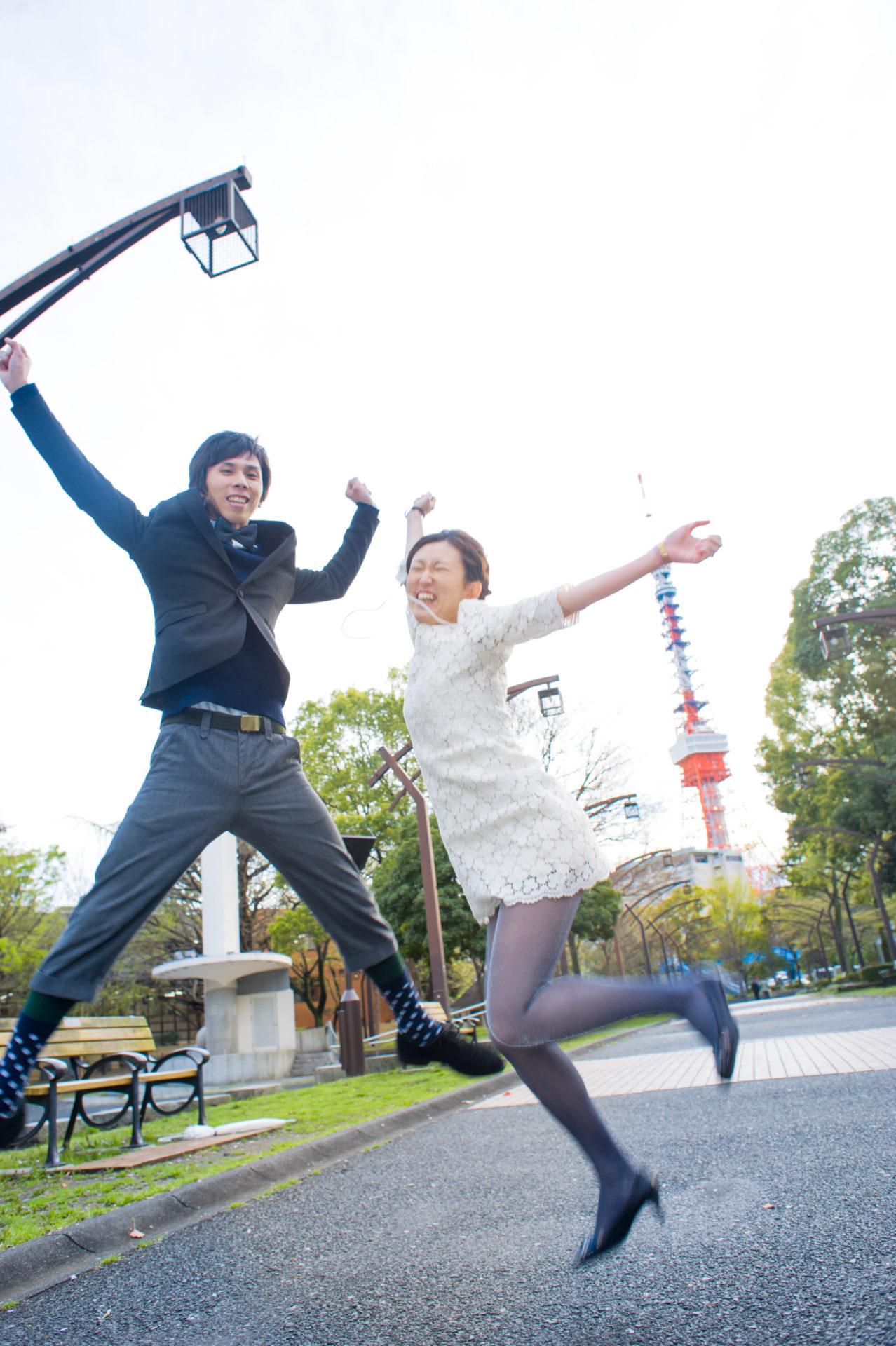 東京タワーを背景に御成門より撮影-ジャンプ