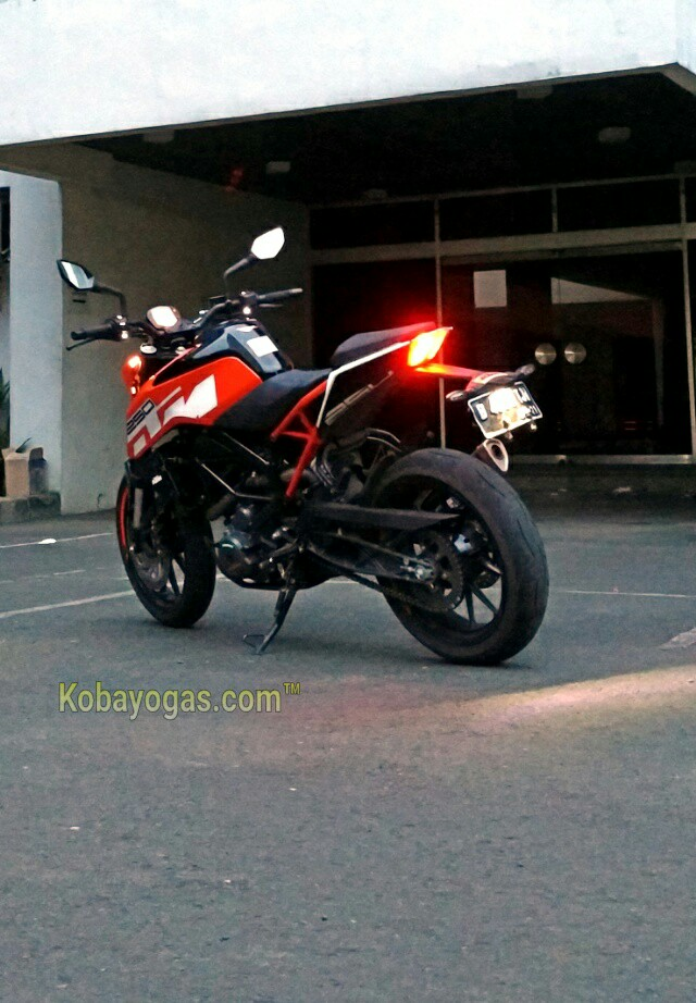 review KTM New Duke 250 2017