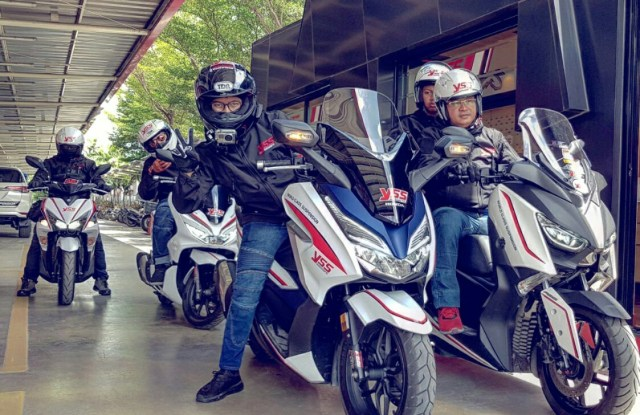 Review dan Test Ride Honda Forza 300 vs Yamaha Xmax 300 5