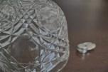 小振りで愛らしい、ガラス製ケーキドーム 3