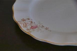 径17.5センチ アンティークのケーキ皿 野の花のデザイン2枚組 6