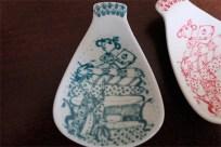 1950年代 ビョルン・ヴィンブラッド(Bjorn Wiinblad 1918-2006 )デザイン マメ皿 クッションの上のお姫様 緑色・赤色 2つをセットで、赤に欠けあり スプーンレストやティーバッグ用に