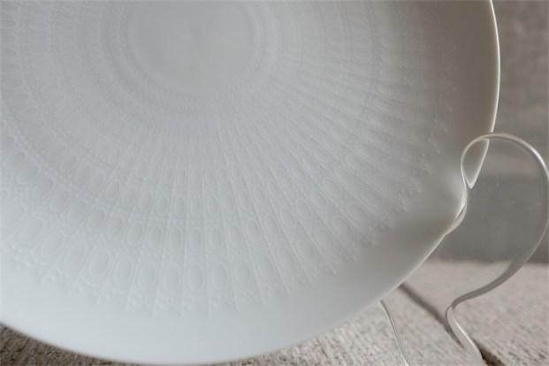 ドイツ ローゼンタール製 ビョルン・ヴィンブラッドデザイン ロマンスシリーズ 24.8㌢白磁プレート