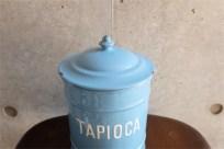 英国 ブルーにホワイトでTAPIOCAの文字が愛らしい アンティークホーローのキャニスター 11