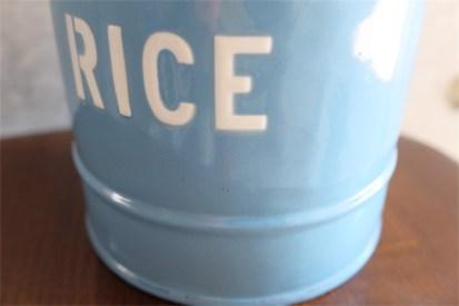 英国 ブルーにホワイトでRICEの文字が愛らしい アンティークホーローのキャニスター 5