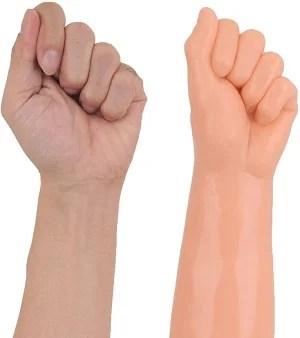 XL-BIGサイズディルド【ジャイアントファミリー(フィスト)】拳と手の比較