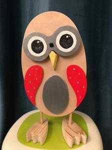 Kochouette-Chouette kobo creations expression contente en bois et ailes rouges;yeux interchangeables aux diverses expressions