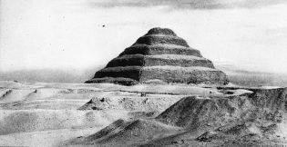 Djoser_Pyramid_-_1900