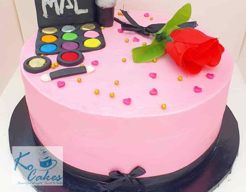 Make up design cake