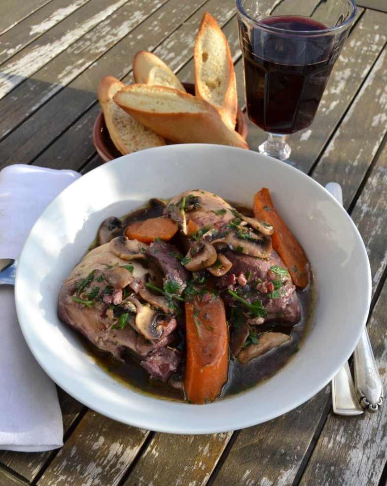 coq-au-vin-huhn-in-rotwein-kochen-aus-liebe