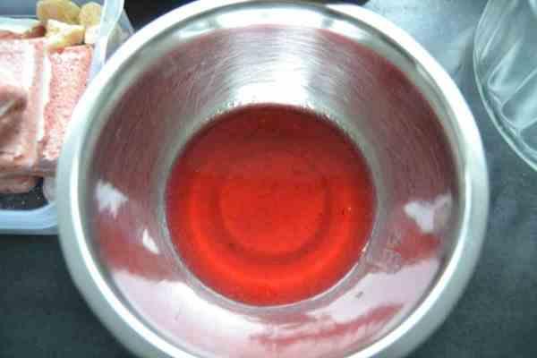 Himbeermus mit etwas Wasser