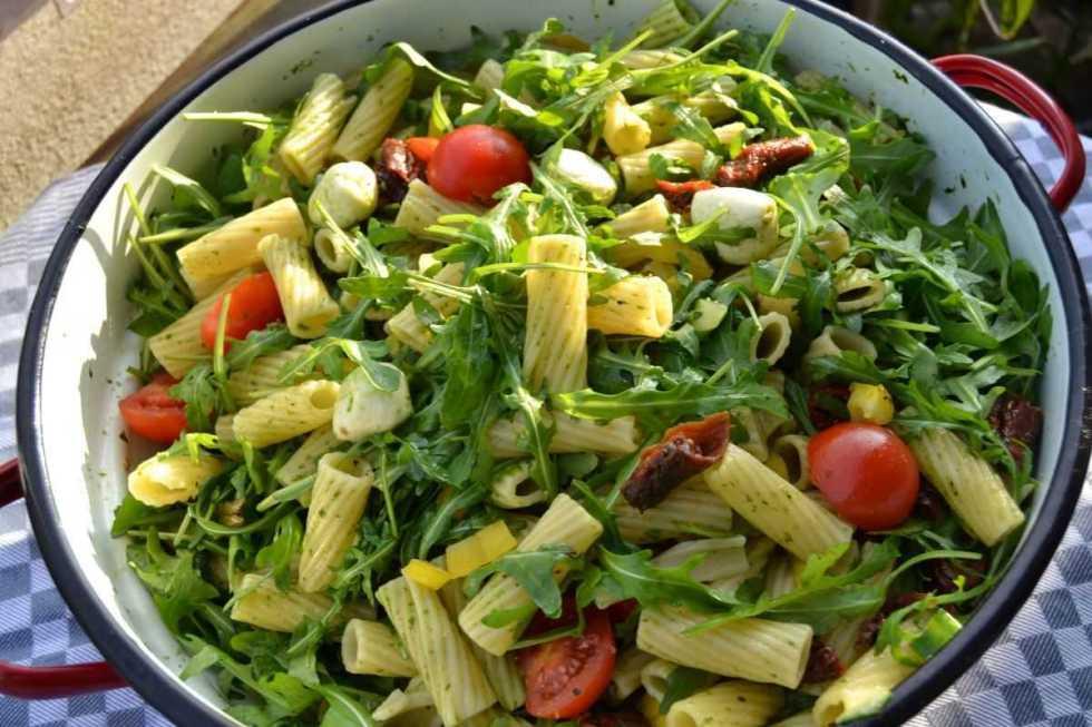 mediterraner- nudelsalat- mit- rucola-kochen-aus-liebe