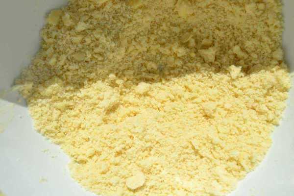 Mehl , Butter , und Zucker mischen