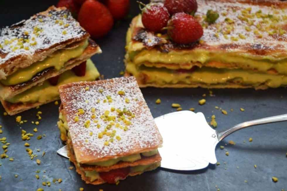 millefeuille-aux-fraise-pistache-blätterteig-cremeschnitten-kochen-aus-liebe