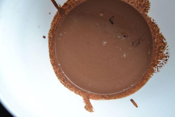 Sahne und Schokolade erhitzen