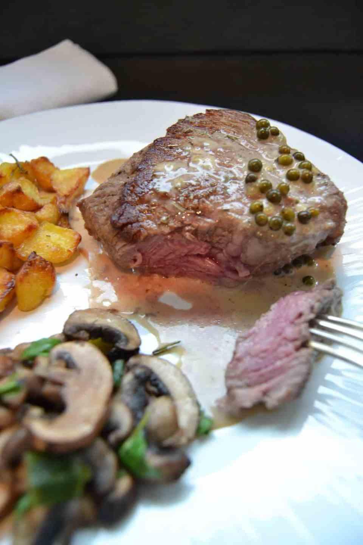 Rinderfilet mit Pfeffer - Metaxasauce Pilzen und Bratkartoffeln