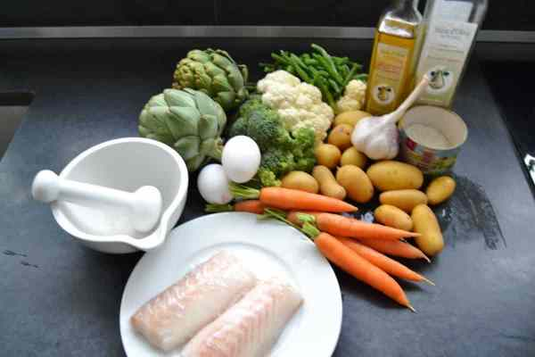 Aioli-provencal mit Kabeljau,Artischocke , Ei ,Broccoli,Möhren,Kartoffeln , Garnelen ,Blumenkohl
