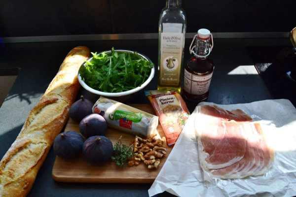 feigen , parmaschinken pinienkerne ,Rucola,Öl , Baguette
