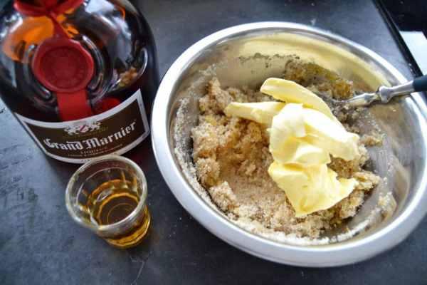 Ei , gemahlene Mandeln, Butter ,Zucker und Grand Marnier