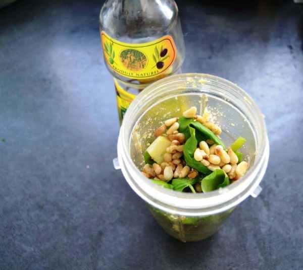 Basilikum, Knoblauch , Pinienkerne ,Olivenöl