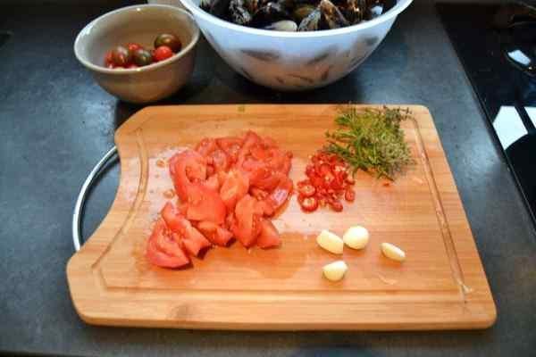geschnittene Tomate , Knoblauch , Chilischote