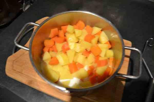 Möhren - Kartoffelpüree mit Milch und Butter