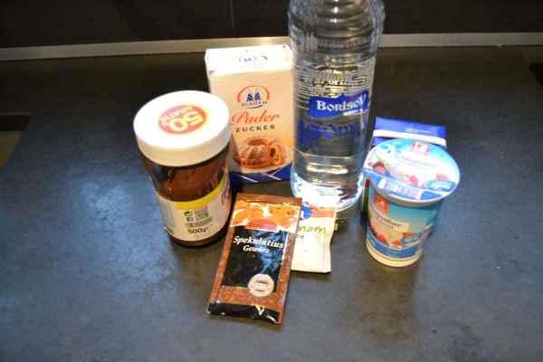 Wodka , Nuss- Nougatcreme , Zucker, Sahne und Gewürze