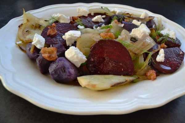 lauwarmer Fenchelsalat mit rote Bete, Trüffelkartoffeln , Ziegenkäse und Walnüssen