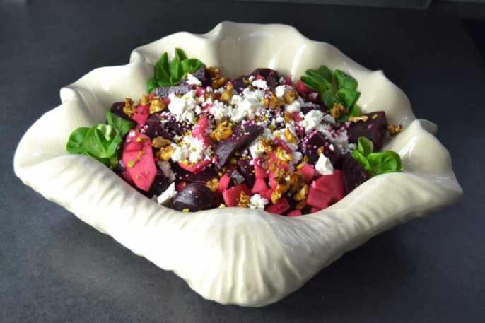 rote Bete Apfel Salat mit Feta und Walnüssen