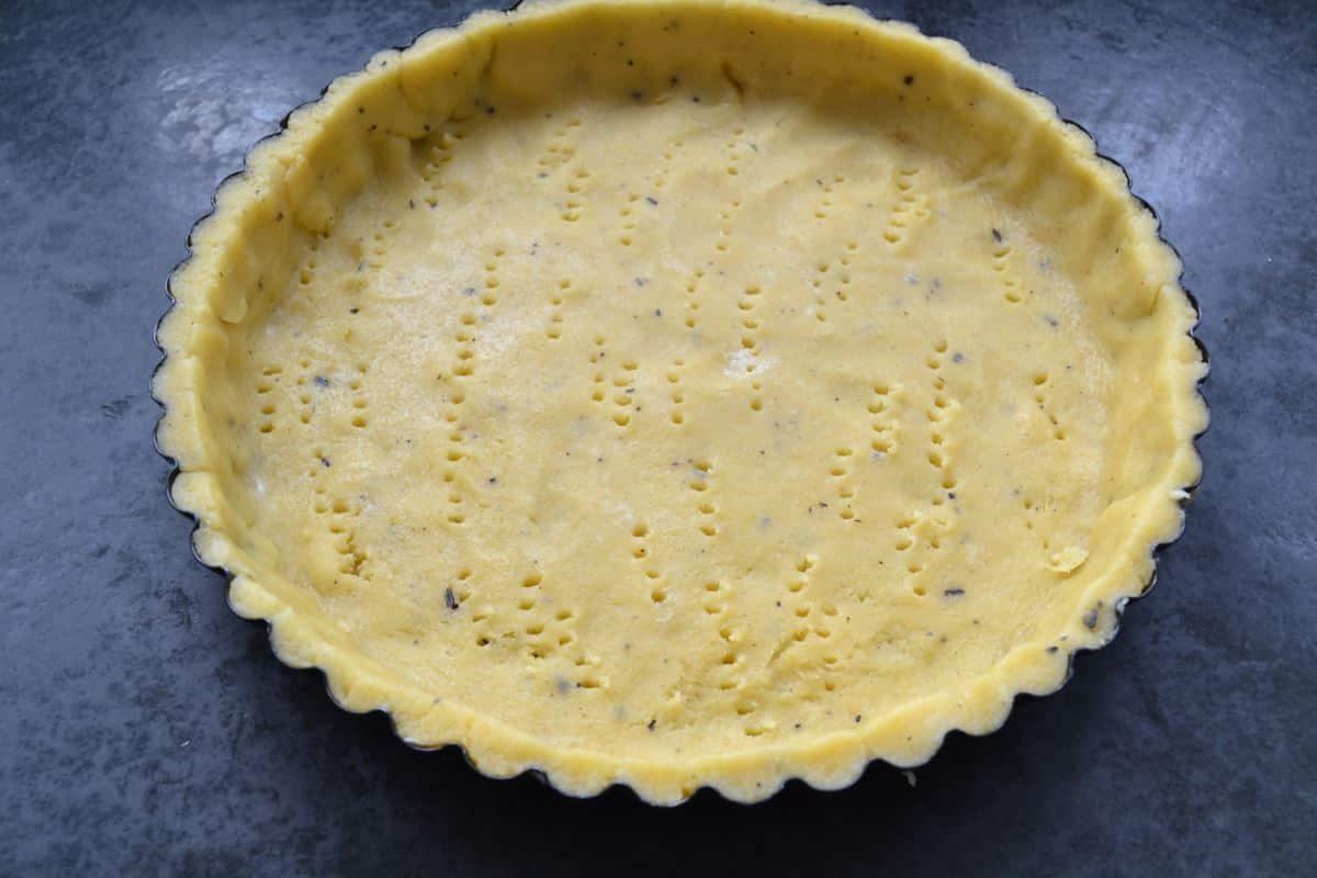 Buttermürbeteig in einer Tarteform