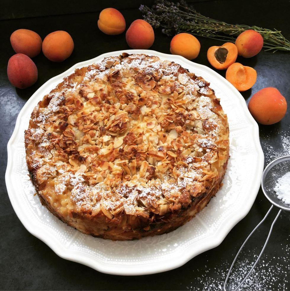 Aprikosen-Quarkkuchen mit Mandelstreuseln