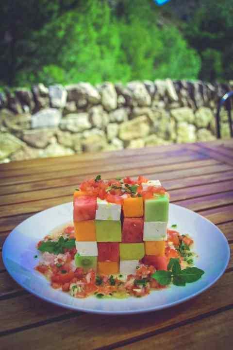 Melonensalat mit Feta und Avocado