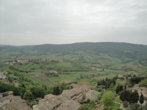 Die fruchtbaren Felder der Toskana: Blick vom höchsten Turm in San Gimignano