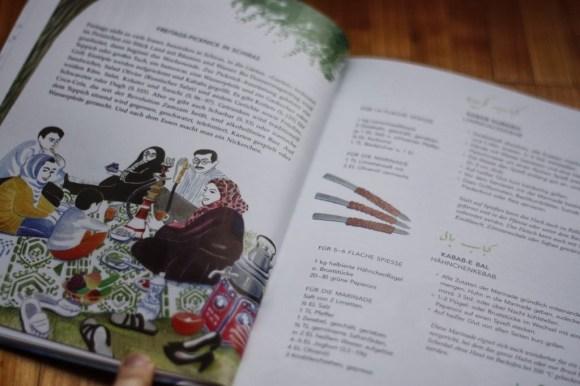 Detaillierter Einblick ins persische Familienleben bekommt man durch kurze Geschichten zwischen den Rezepten