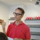 Der nette Herr von Violas erklärt uns alles über Öl