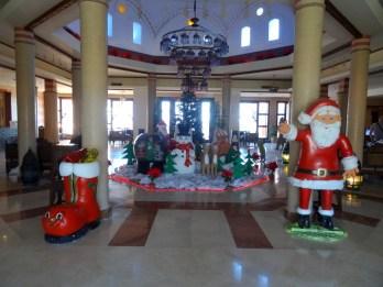 Gruselige Begrüßung: Im Hotel war überall noch Weihnachtsdeko
