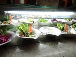 Viel frisches Gemüse, Salate...