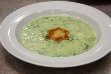Bärlauch-Cremesuppe mit Sterncrouton