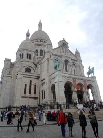 Der besondere Kalkstein lässt die Kirche immer weiß erstrahlen
