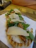 Crostini mit Walnuss, Rucola, Gorgonzola und Parmesan (8etti, Viareggio)