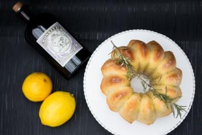 """""""Zitronen-Ingwer-Kuchen mit Gin & Rosmarin)"""
