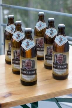 Dank personalisierter Bieretiketten machen sogar schnöde Bierflaschen viel her!