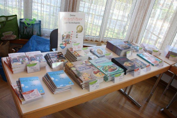 Im Treffen gibt es eine große Auswahl an Kochbüchern und weiteren Helfern.