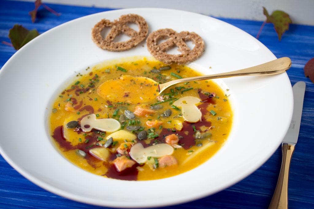 Goldene-Herbst-Suppe mit Kürbis, Kartoffeln und viel Geschmack