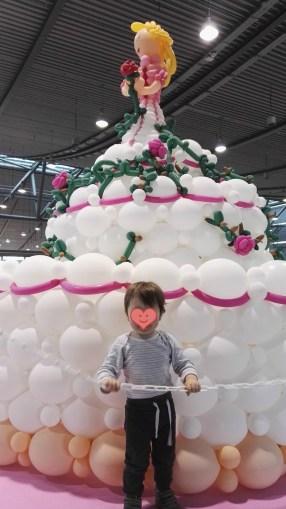 Eine Torte aus Luftballons - Käferle war begeistert